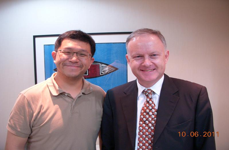 (另開視窗)紐西蘭駐華代表裴仕文先生與本臺記者合影