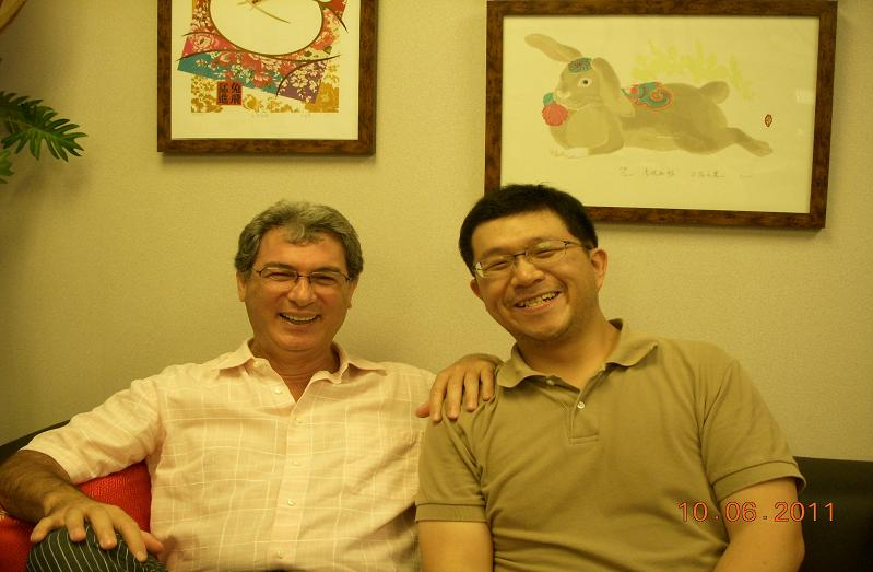 (另開視窗)義大利駐華代表馬忠義先生與本臺記者合影