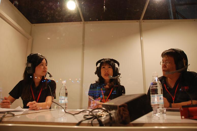 (另開視窗)臺北市觀光傳播局趙心屏局長於花博閉幕晚會在行動播音室接受訪問2