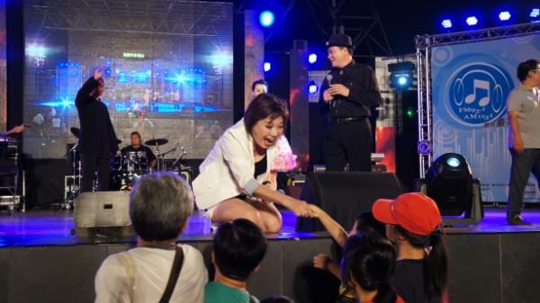 葉蔻與台下觀眾互動