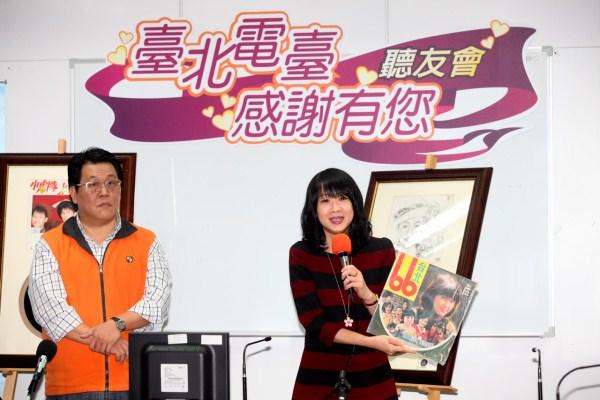 觀光傳播局長趙心屏介紹早期城市電影「臺北66」黑膠原聲帶