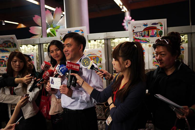 (另開視窗)郝龍斌市長於參觀花博夢想館後接受媒體聯訪