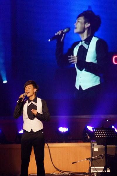 林俊逸深情演唱