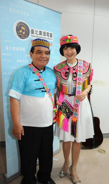 觀傳局長趙心屏與國寶級老師蔣進興為節目打氣