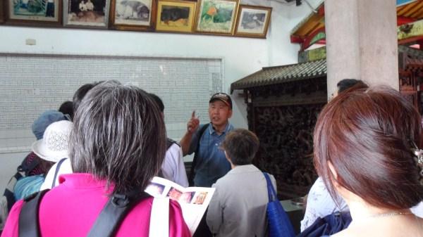 新竹縣文化局專人解說義民廟的歷史