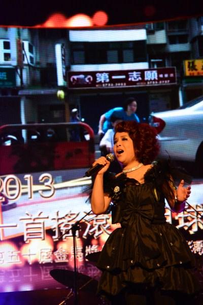 歌手傅薇專注開唱