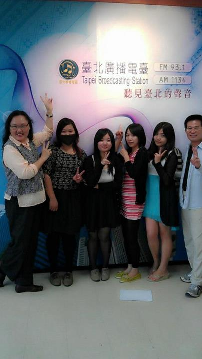 2012八月份實習生與台長副台長合影