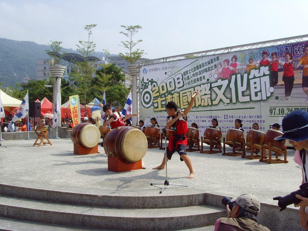 開新視窗-日僑學校和太鼓表演