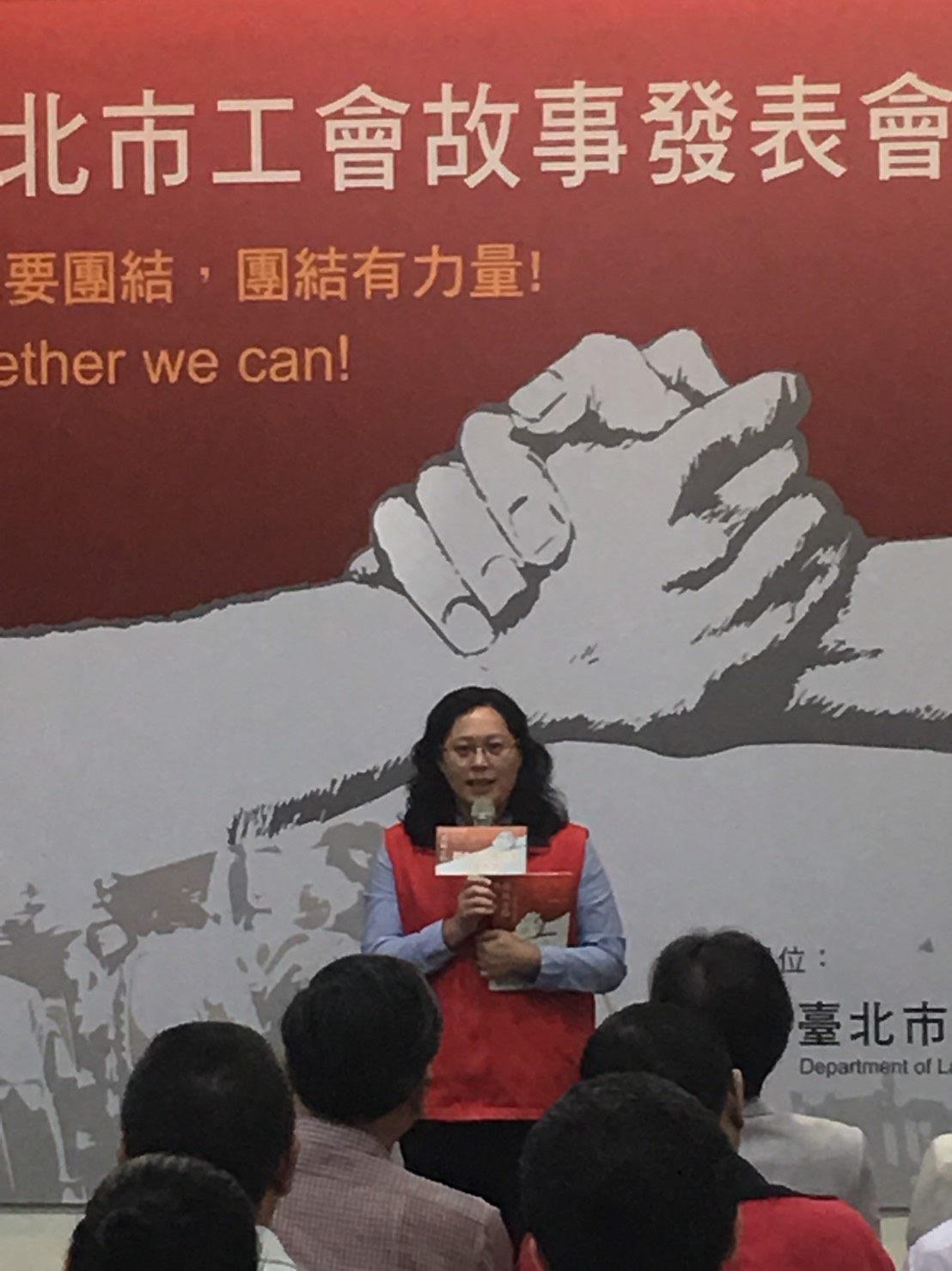 局長賴香伶希望本書成為學校公民課的重要教材