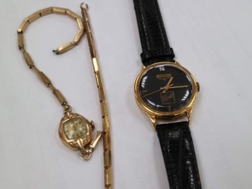 過去佩掛鐘錶是有錢人的象徵,這些流傳至今的名錶,在老師傅細心保養下已轉動數十年。(照片提供/邱秉儀)