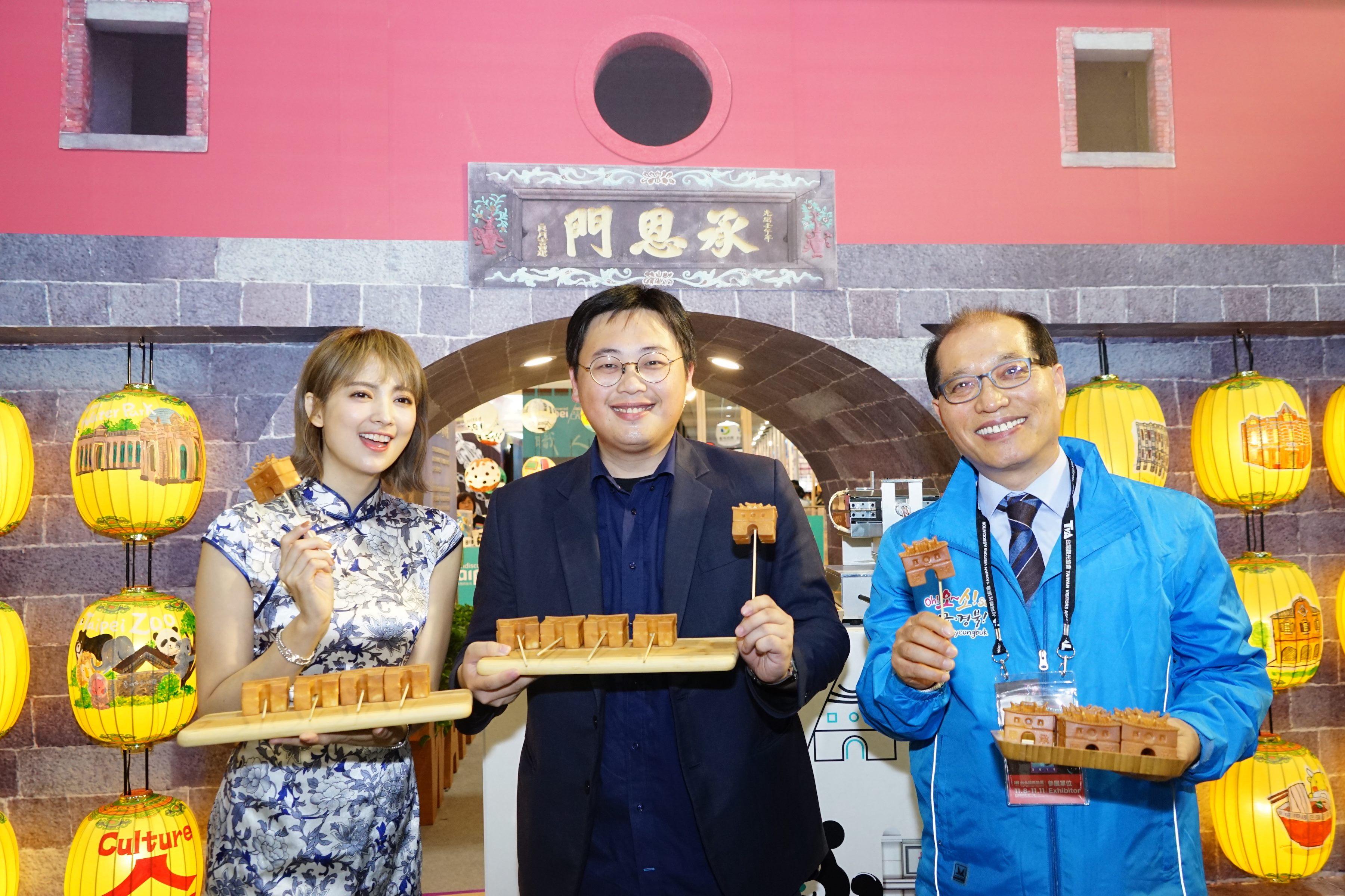 臺北館特別推出承恩門造型雞蛋糕吸引民眾目光