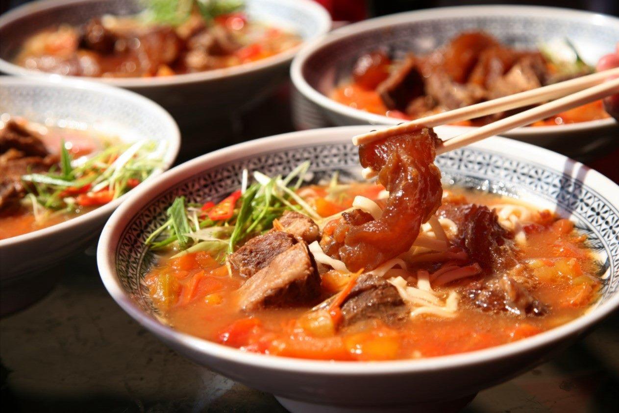 來到臺北,就不容錯過牛肉麵的鮮嫩美味