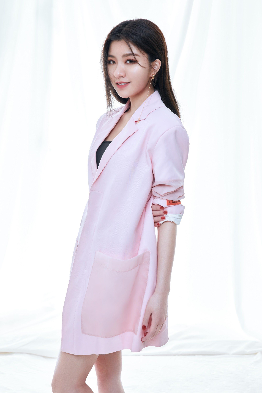歌手關詩敏將帶來多首流行歌曲。