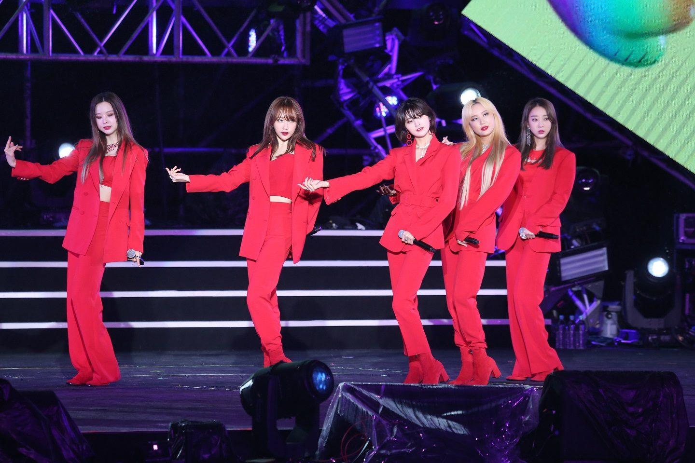 今年北市跨年特別邀請韓國當紅女團EXID來台開唱並大秀中文,現場歌迷興奮應援。