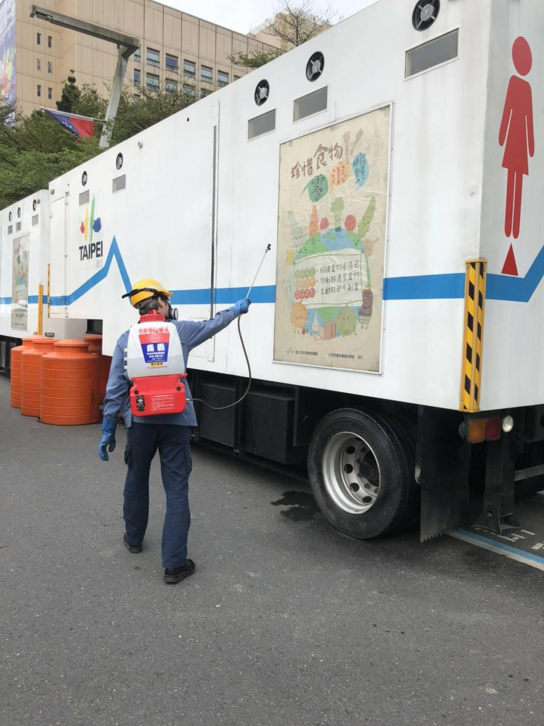 臺北跨年晚會現場加強消毒頻率,讓與會民眾能放心參加。
