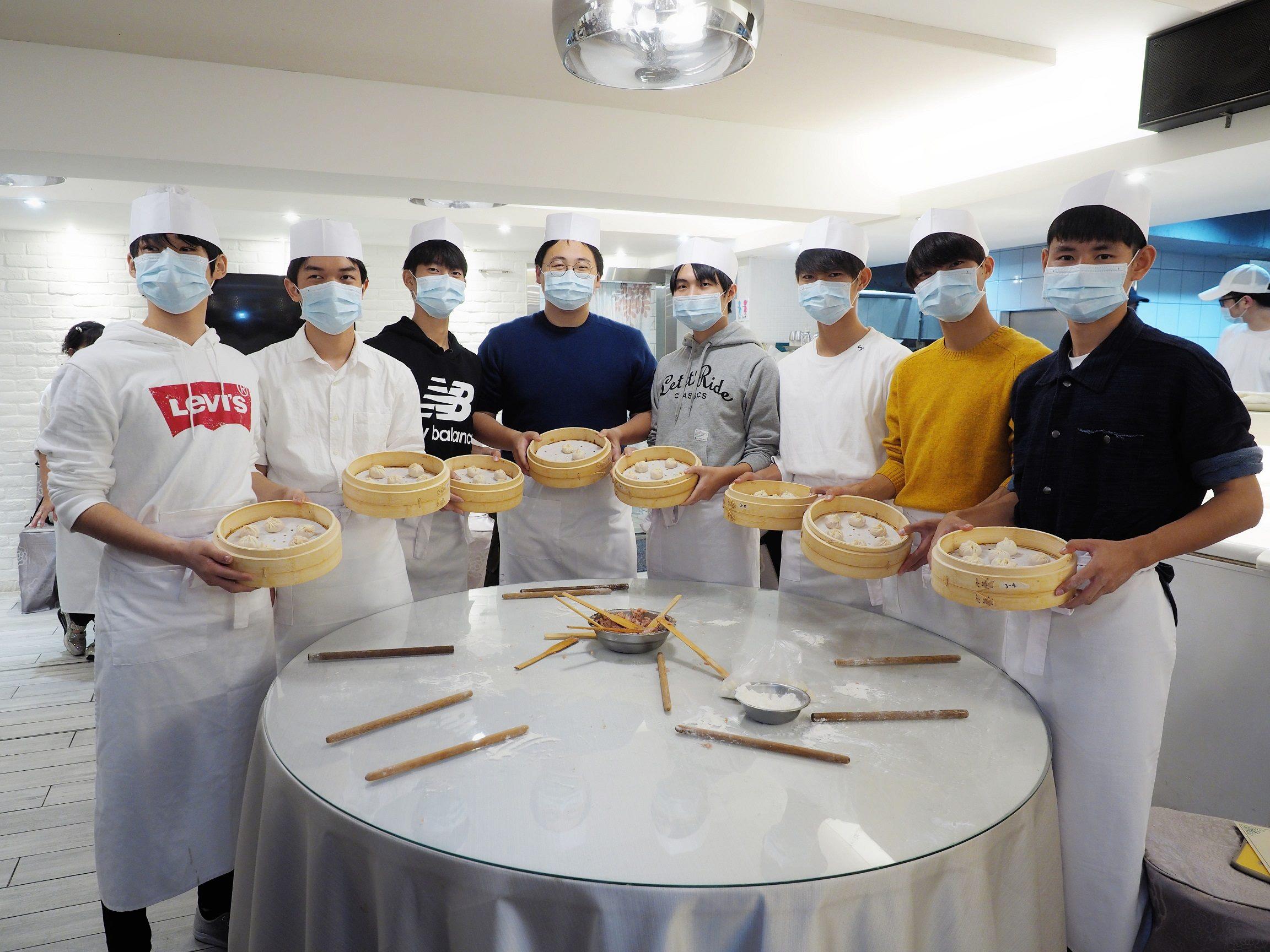 臺北市政府積極推廣日本學生來臺修學旅行,今(5)日於臺北市特色餐廳歡迎濱松市立高等學校師生來訪