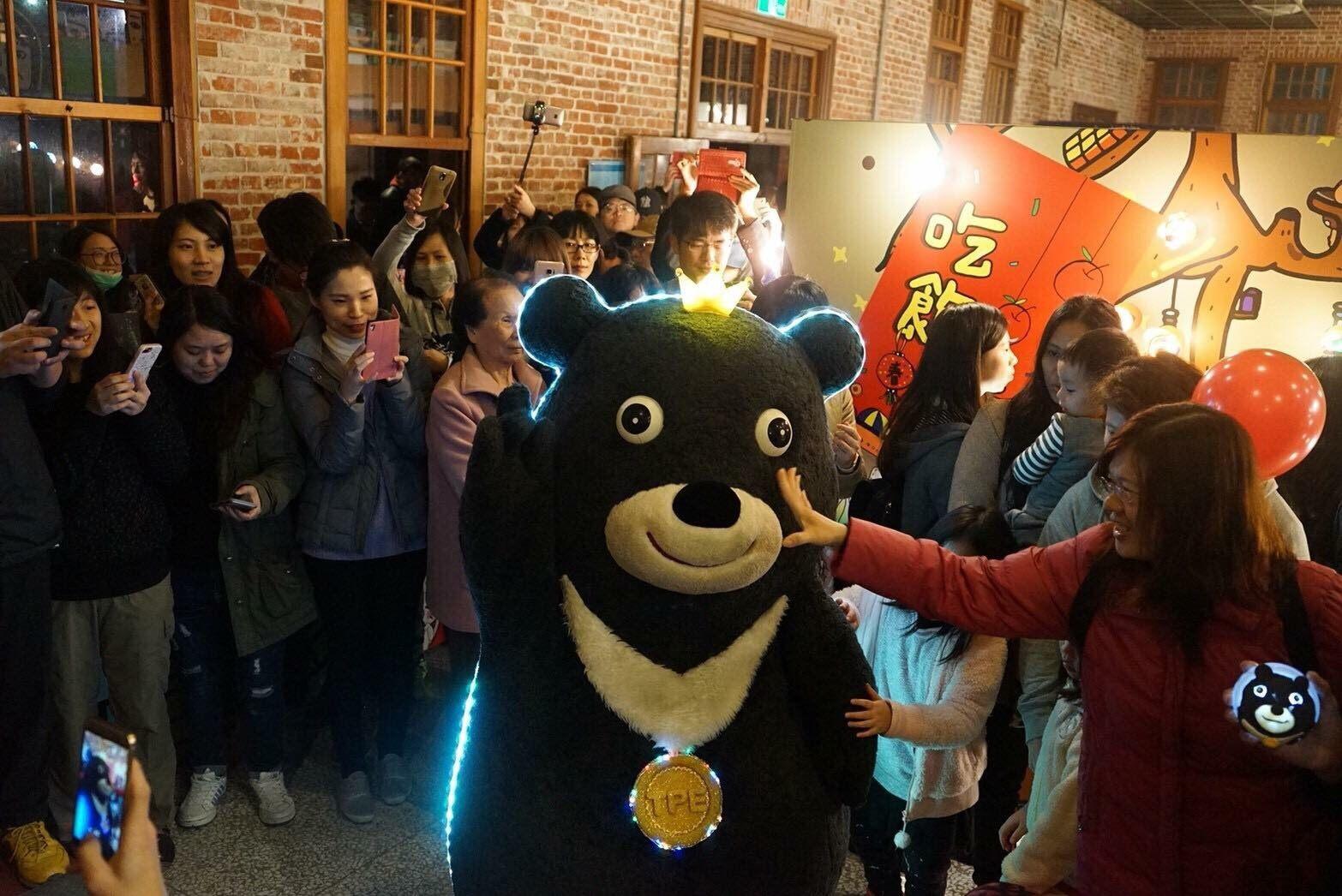 明(3)日熊讚將與神秘嘉賓一同於北門廣場快閃,邀請喜愛熊讚的大小朋友共同嗨翻全場!