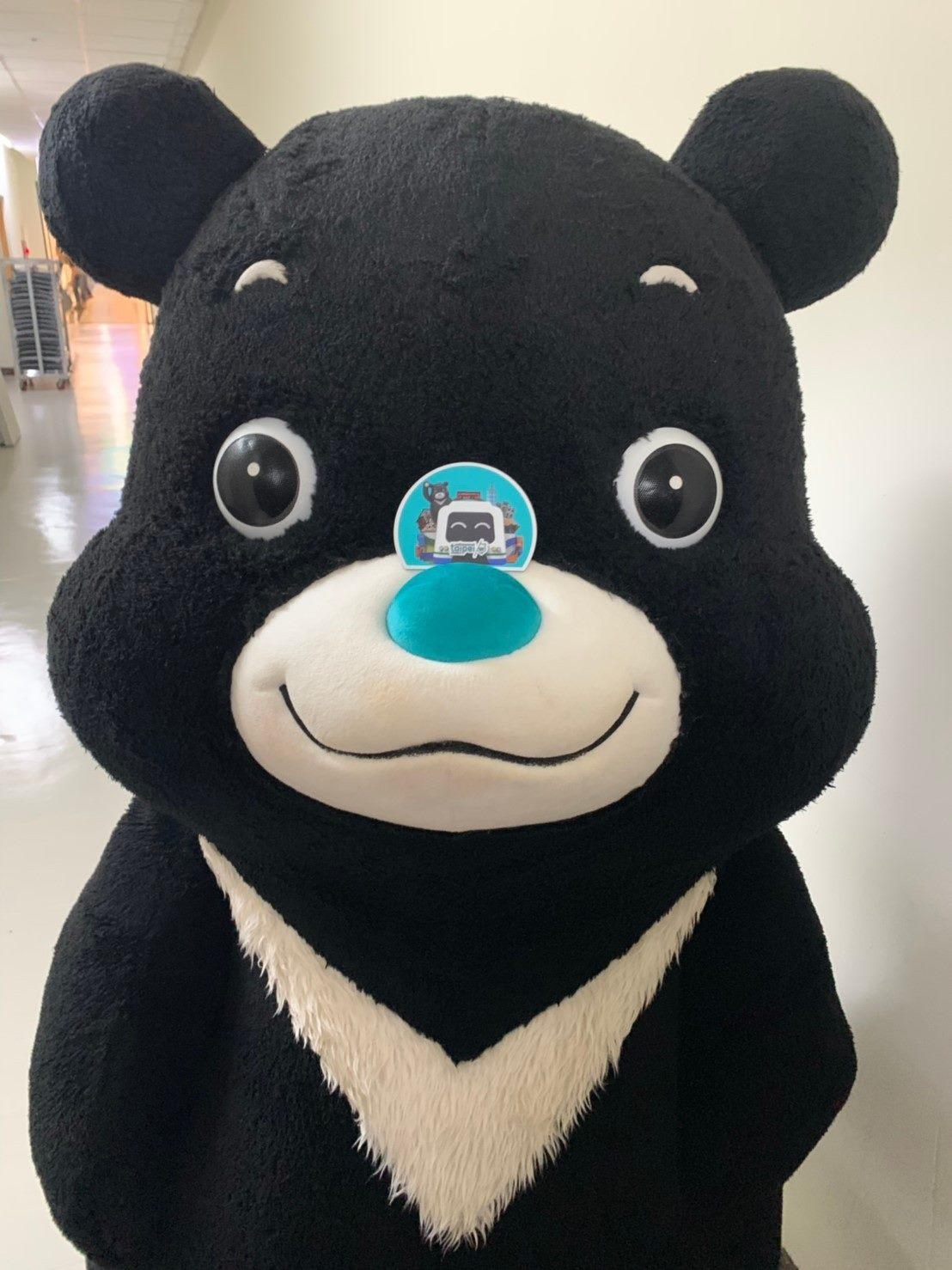 於國慶嘉年華活動與熊讚花車合照有機會得到限量紀念磁鐵