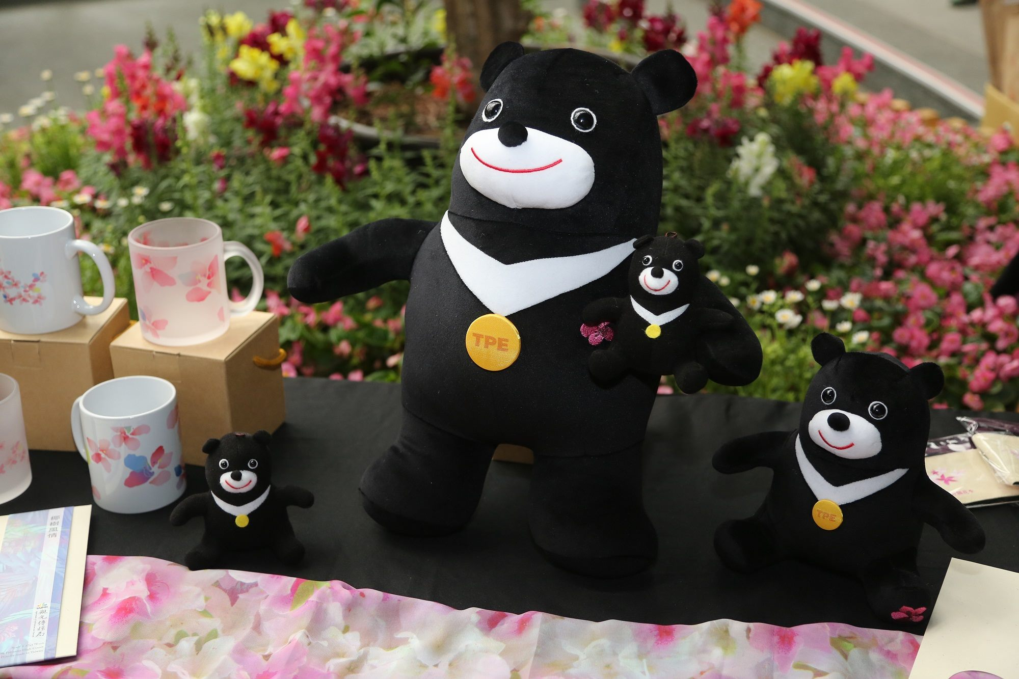 台北杜鵑花季推出限量「花漾熊讚」,大中小熊三種尺寸非常可愛