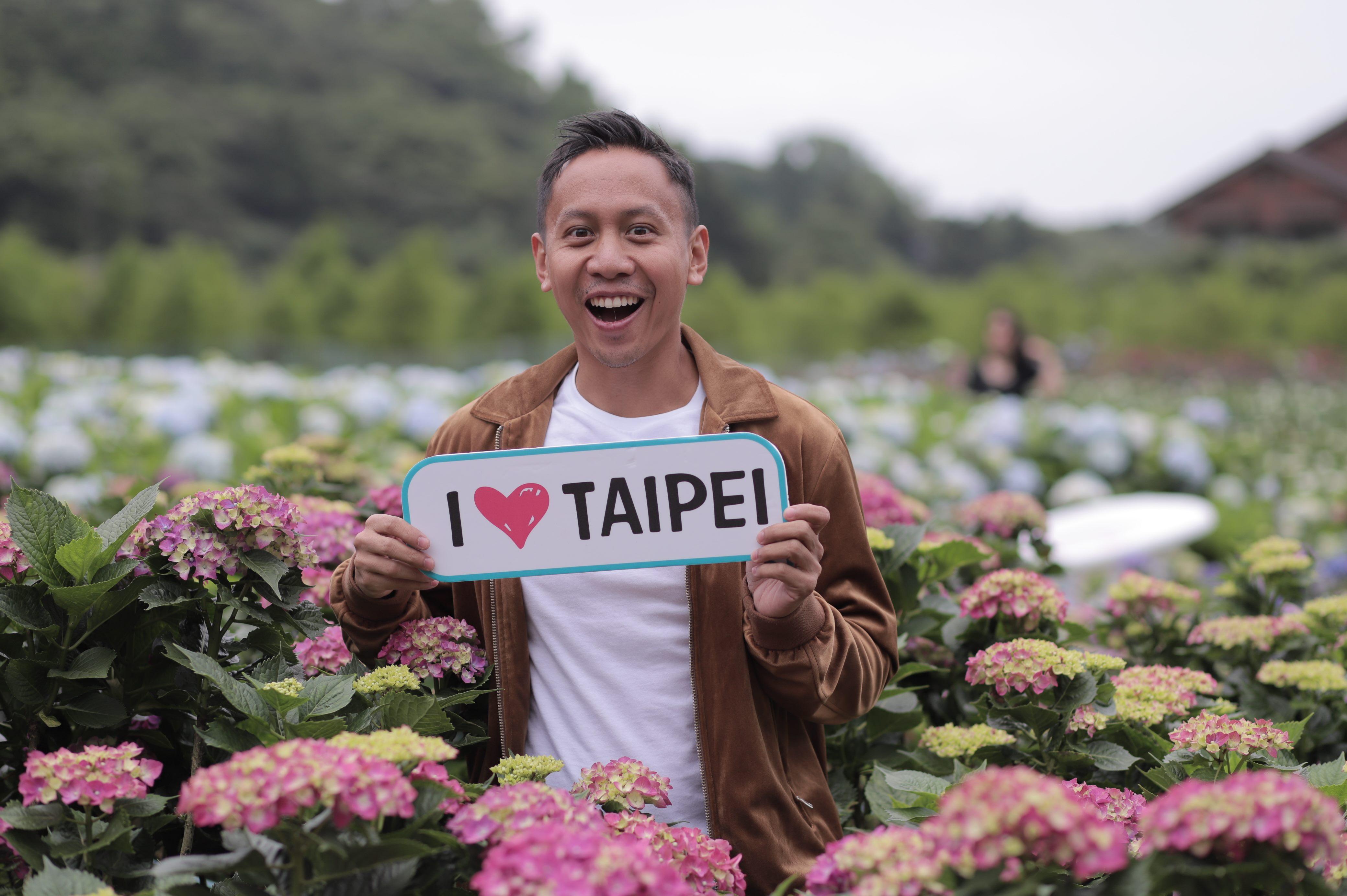 粉絲數破200萬的菲律賓歌手Mikey Bustos第二次來臺北拍攝觀光MV,去到沒去過的陽明山直呼好興奮。