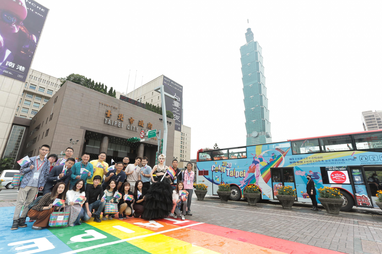 眾所期待的第2座彩虹地景「彩虹起跑線」已於926完成,成為台北新景點