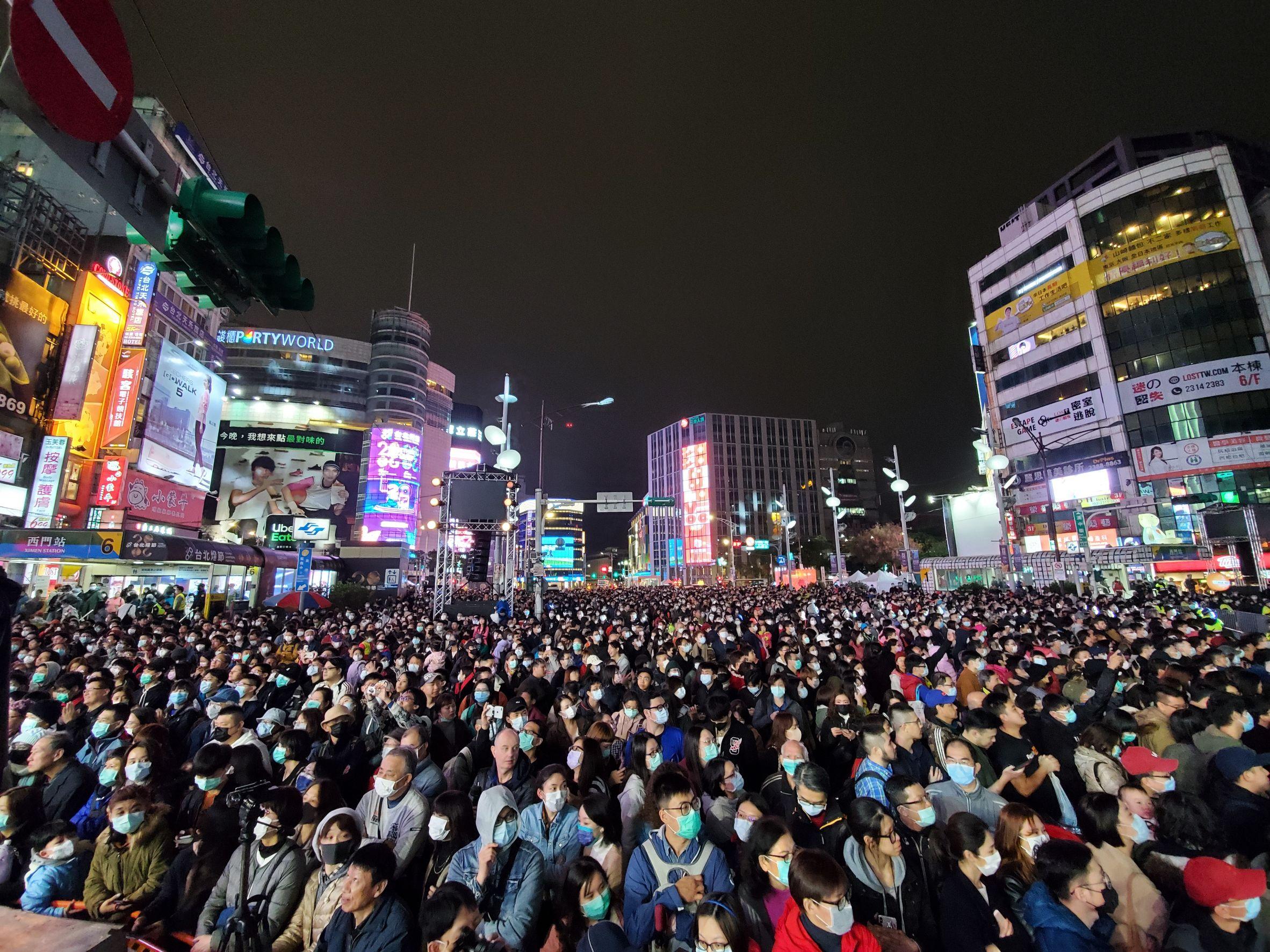 台北燈節今日盛大開幕吸引滿滿人潮