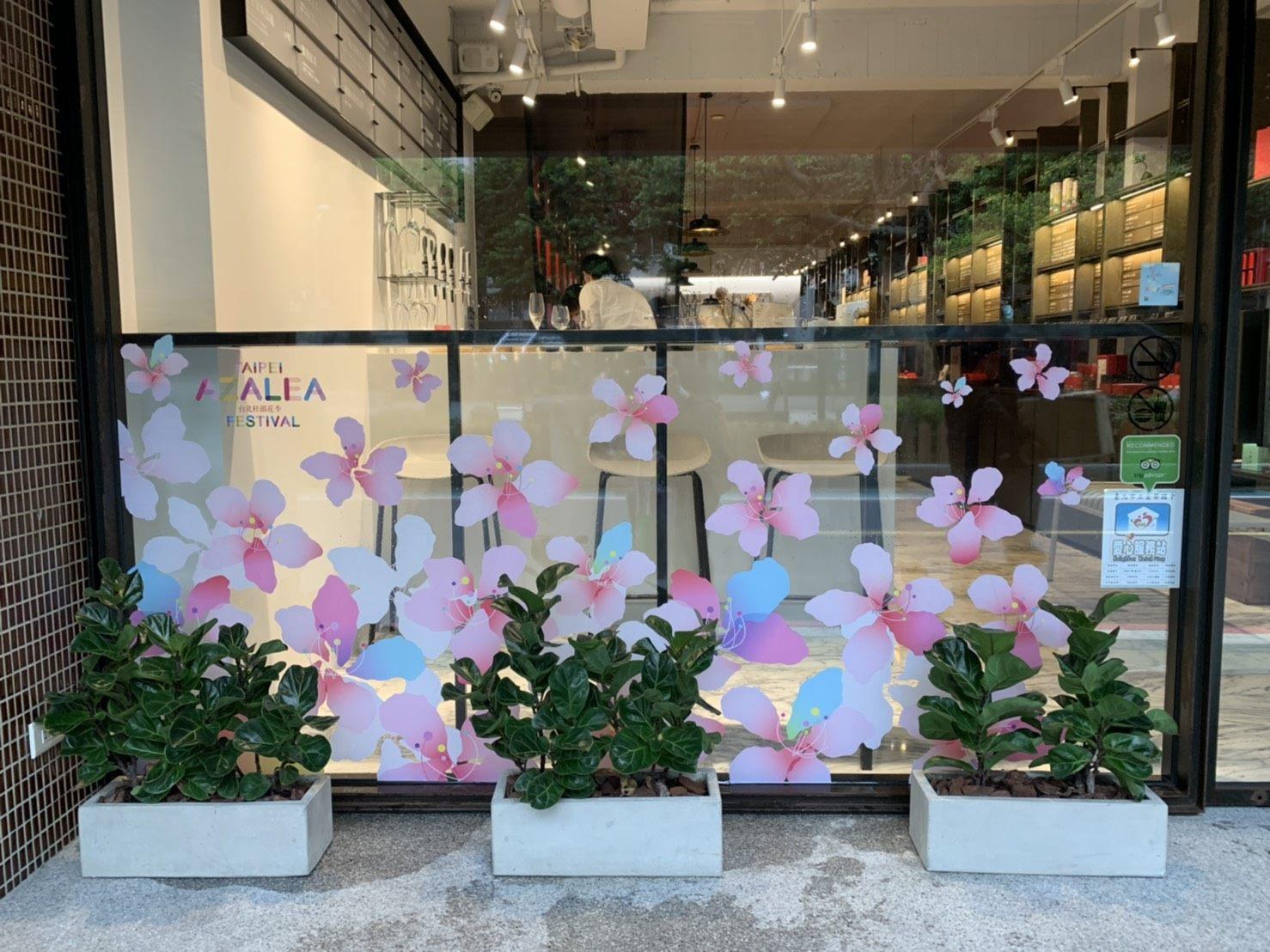 花現巷弄-杜鵑花窗貼遍布溫羅汀
