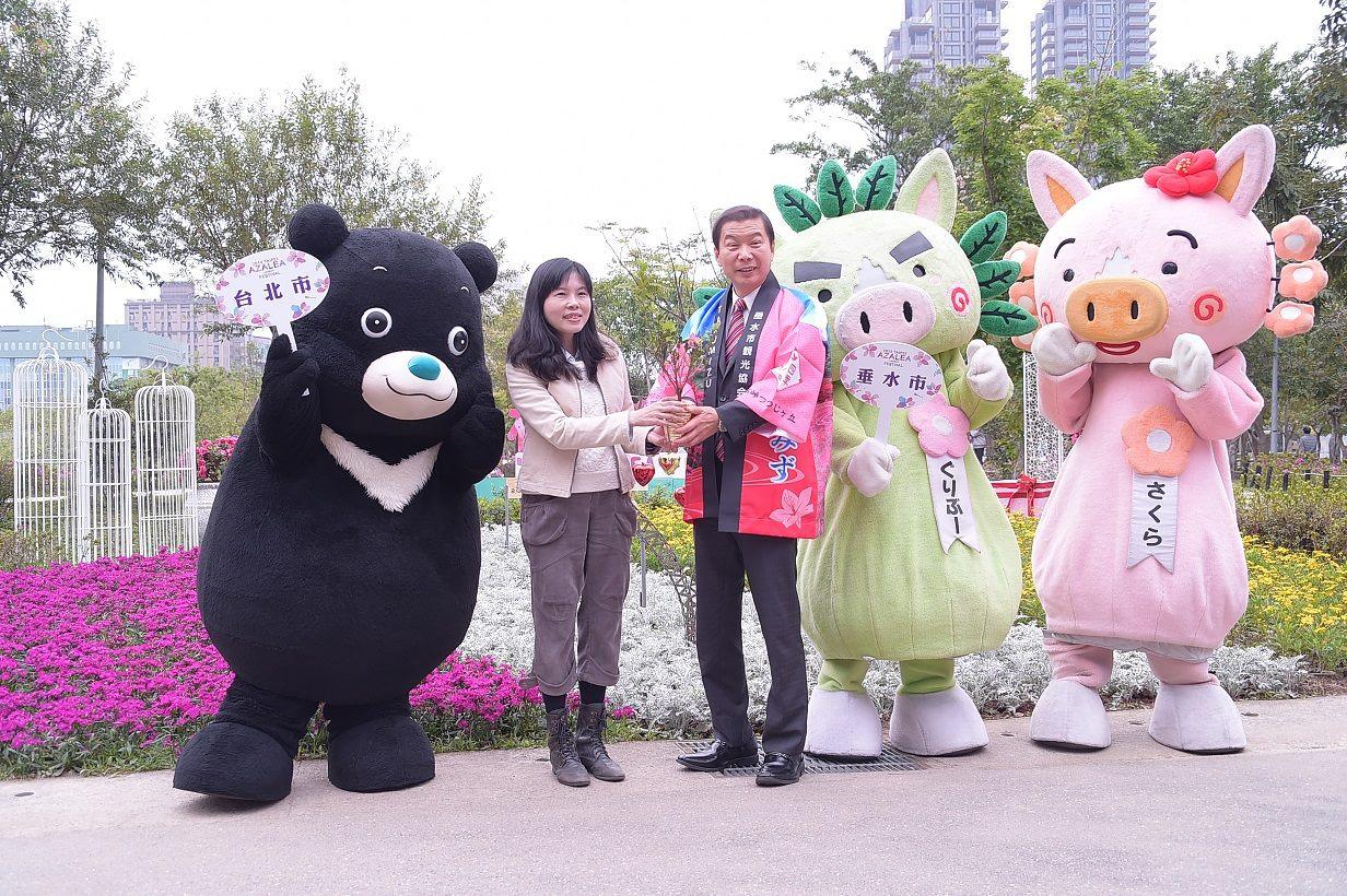 日本鹿耳島縣垂水市市長與吉祥物GURIBU、SAKURA