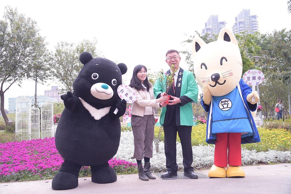 日本茨城縣笠間市副市長與吉祥物稻吉(劉佳雯攝)