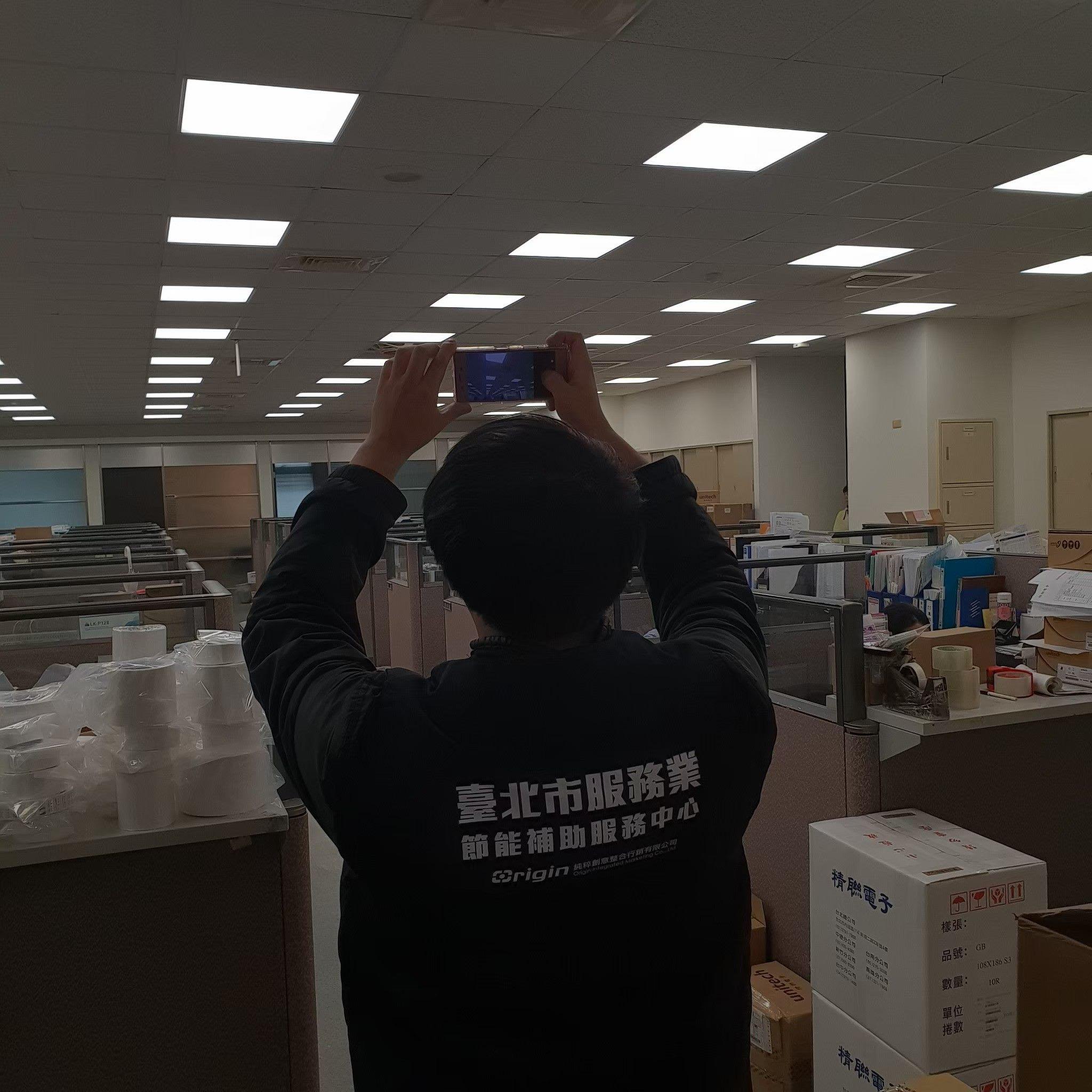 業者換裝節能LED燈