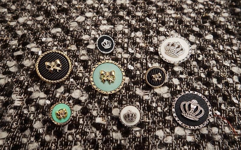 自己開模研發組合式鈕扣,創造商品的獨特性。