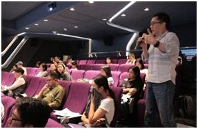 6月講師,張瑞源上台與來賓分享「服務對話機器人的新契機與改變」。