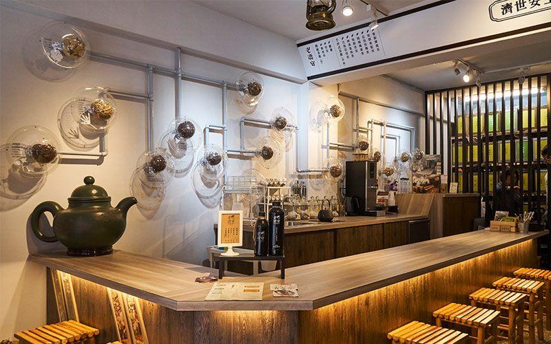 把青草店營造成咖啡館一般的氛圍。