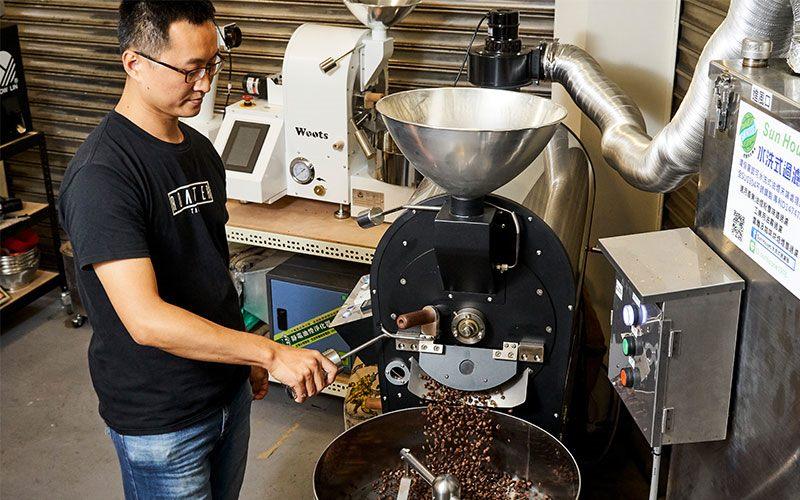 自己研發設計烘豆機,就為了烘出心目中的好豆子。