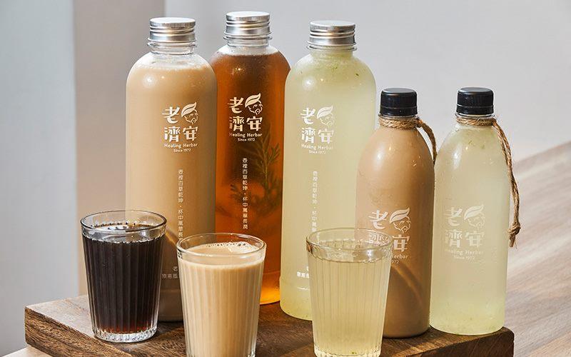 冰飲可店內現喝或外帶,除了傳統的青草茶、蘆薈,還有奶茶。