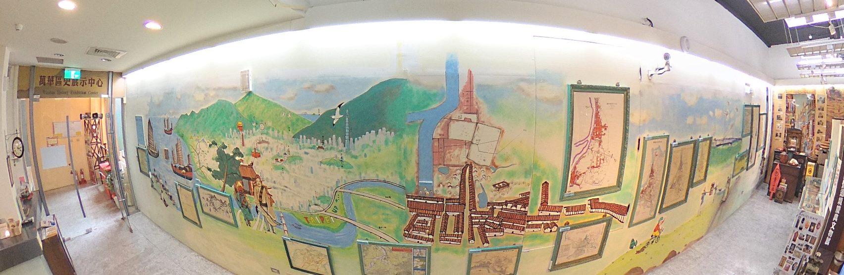 圖說臺北與萬華藉由牆面的彩繪呈現北臺、臺北,乃至於萬華這三百年來的時空發展脈絡