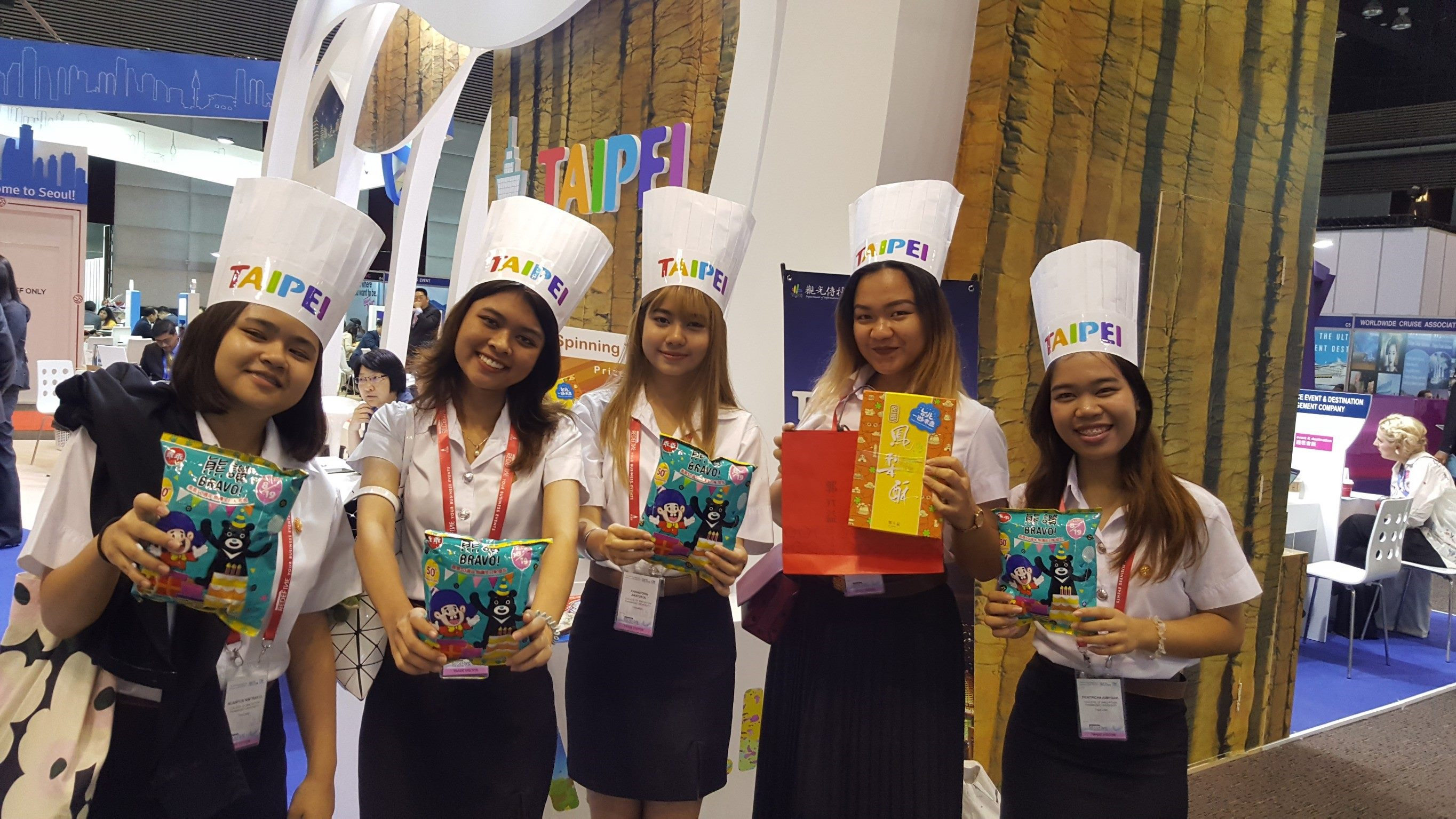 "The limited-edition Bravo Kuai Kuai Birthday Gift Snack Bags drew ""Thai-rrific"" attention, receiving great popularity during the event."
