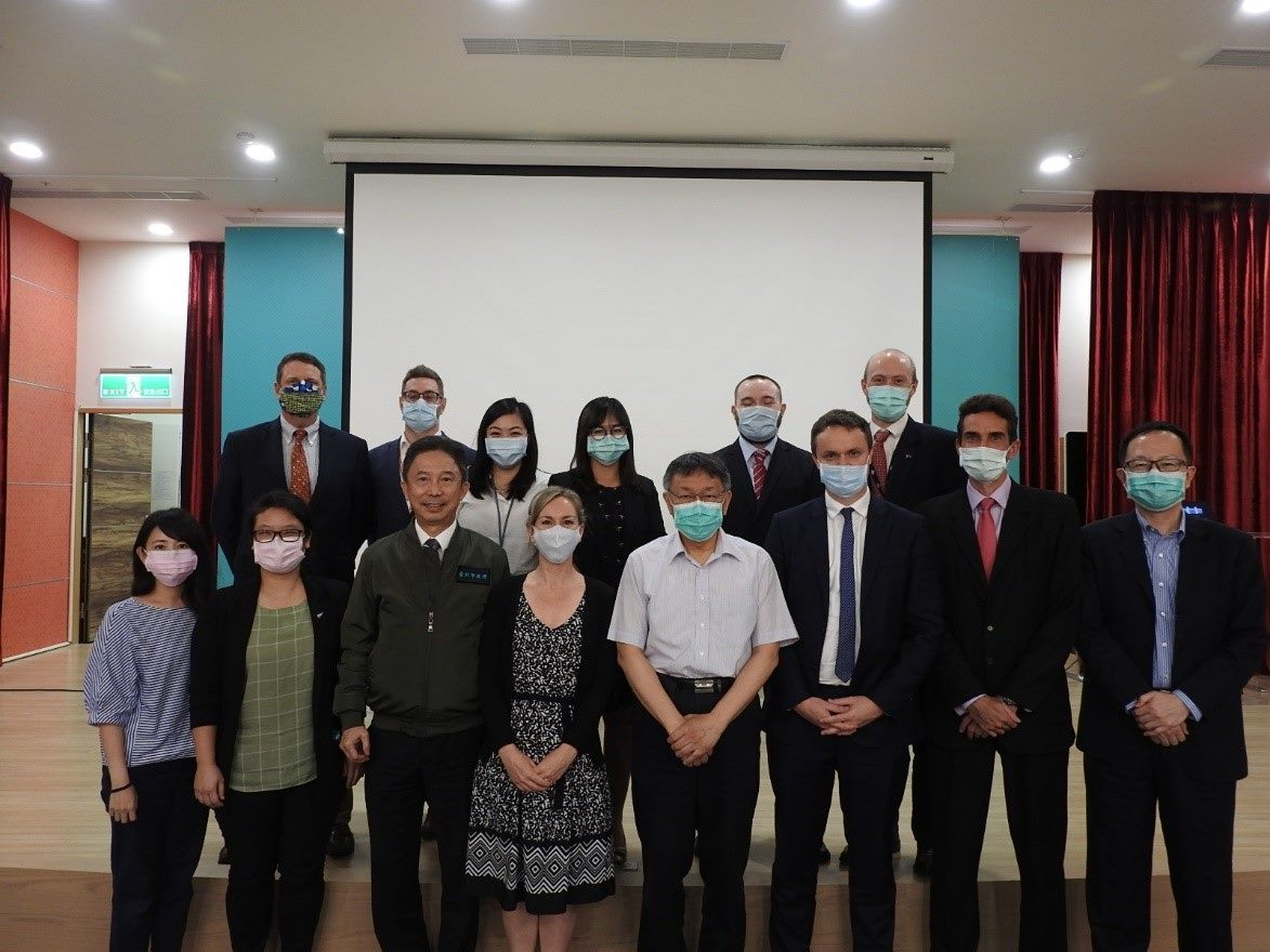 Representatives from multi-countries visited Mayor Ko.