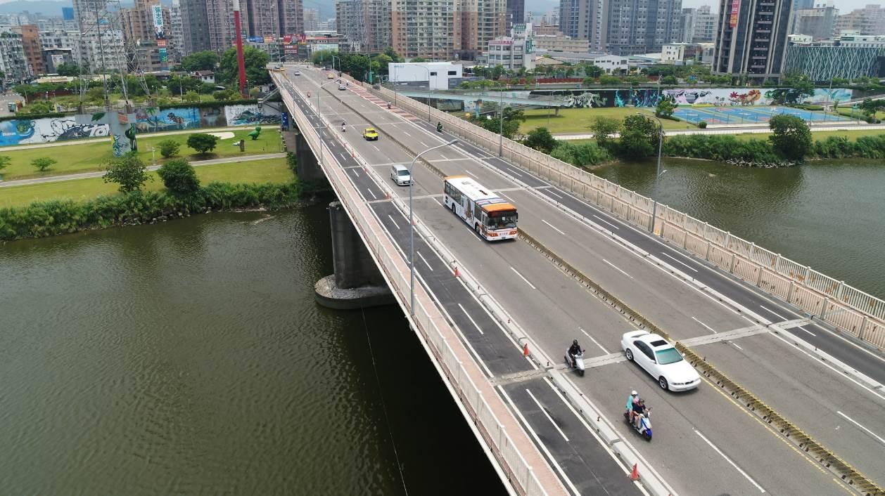 華中橋機車道完工照1