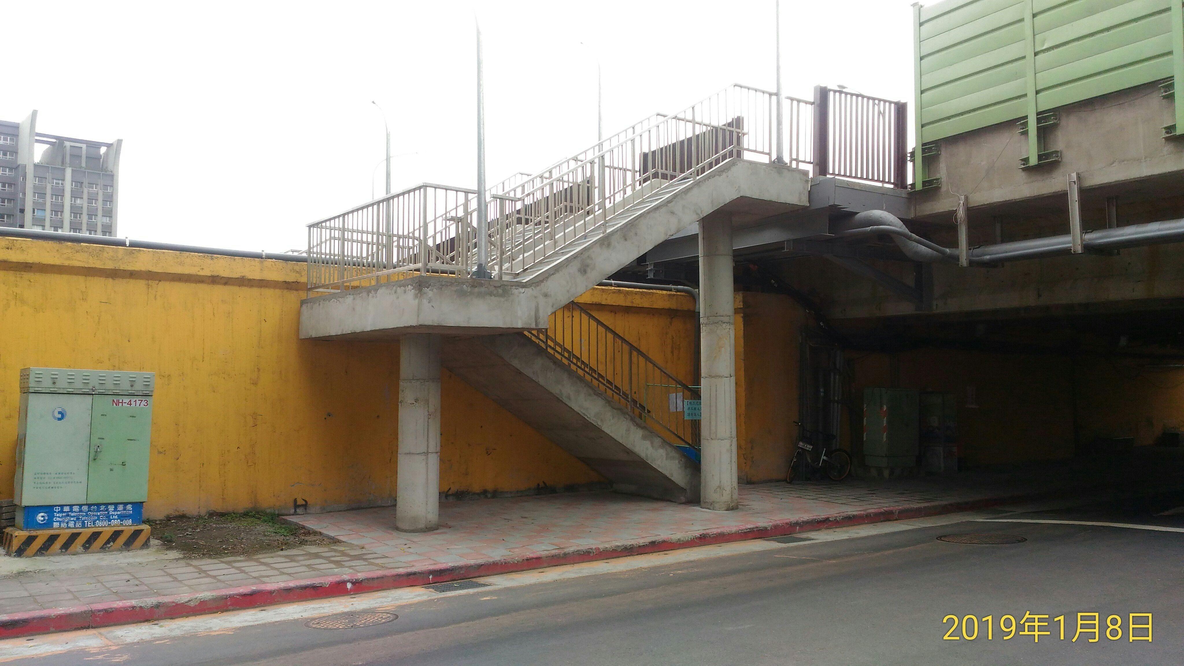 成功橋主橋段上游側人行道完成相片3