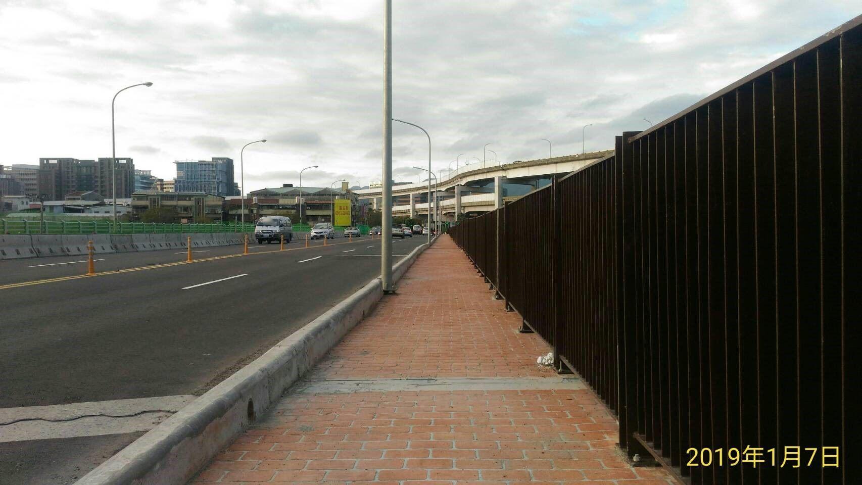成功橋主橋段上游側人行道完成相片1
