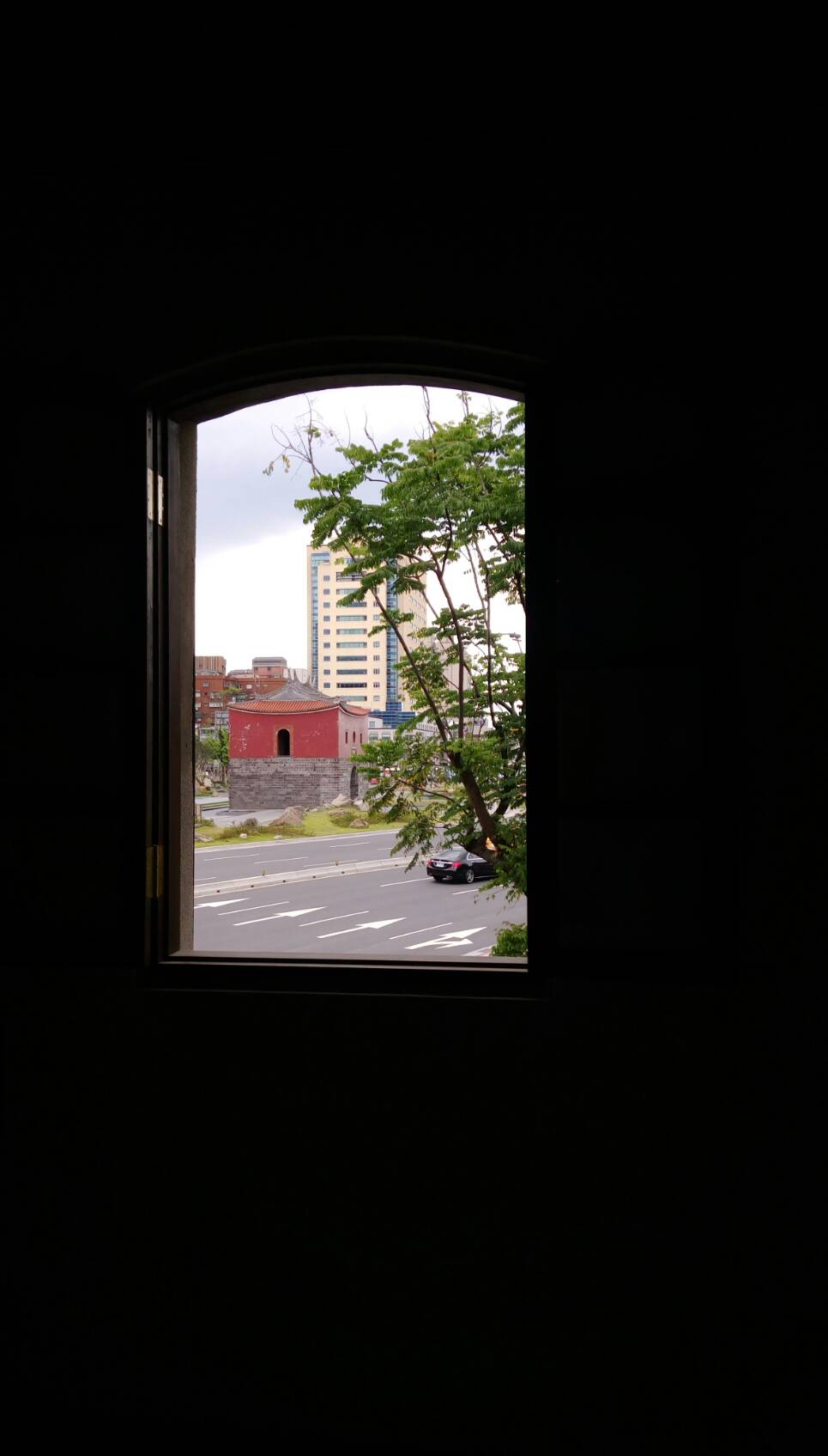觀景窗外的北門
