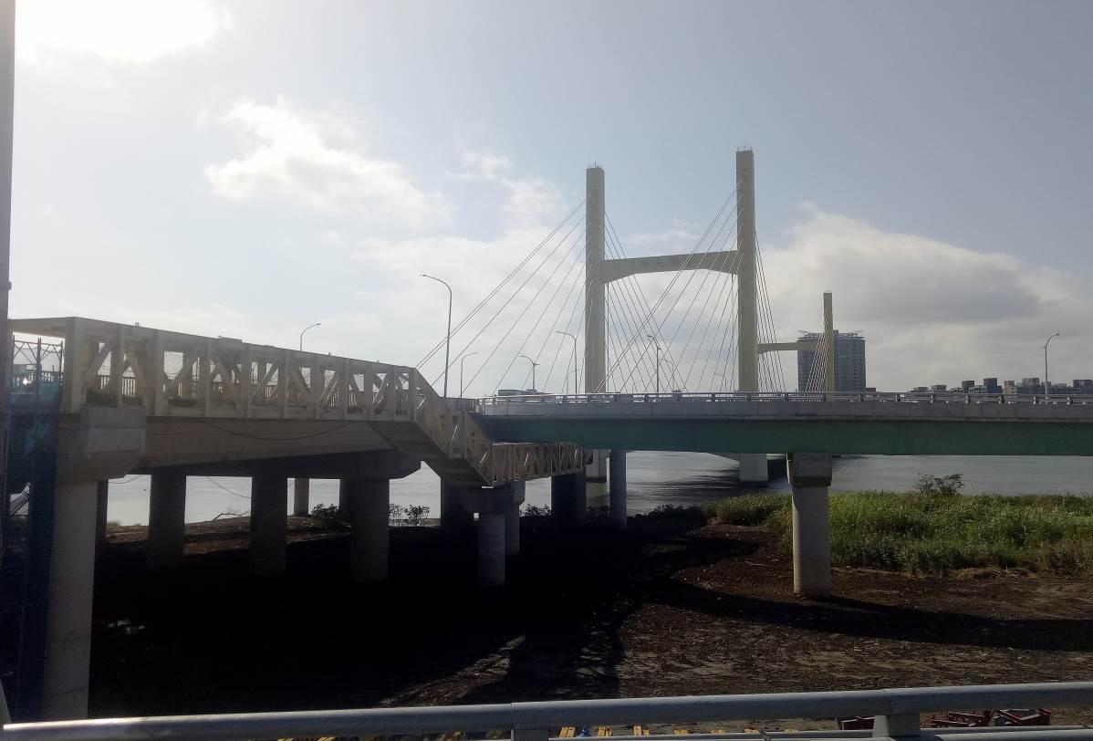 重陽橋北側新設人行鋼橋完成照片二