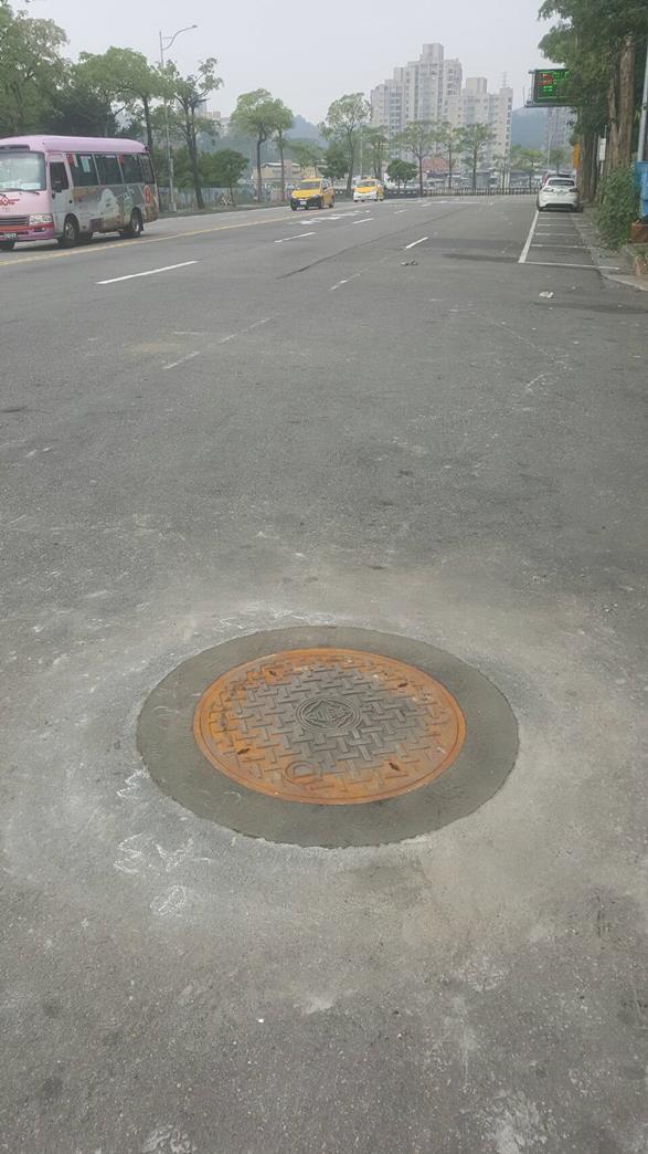 孔蓋周邊整平PARABOLA工法完工照片(新光路1段193號前)