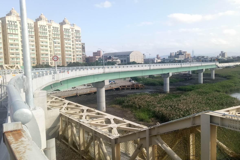 重陽橋南側新設機車引道完成照片二