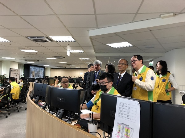 圖 2 參觀道管中心監控室