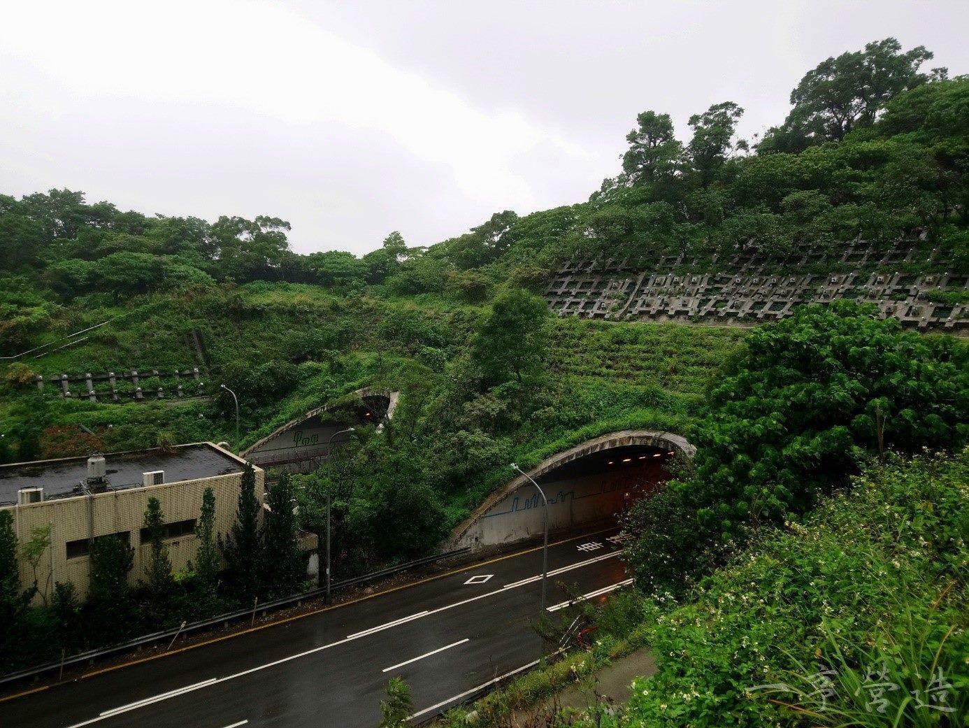 信義快速道路象山隧道南口邊坡整治後情形