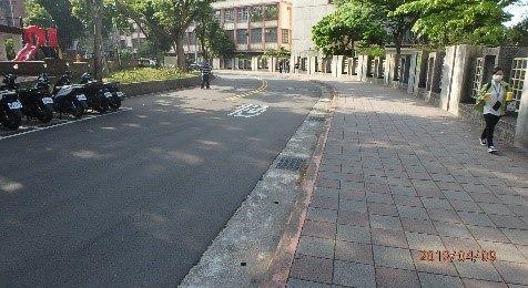 圖 2、107年信義區考評現況;松山家商(松山路)道路及人行道。