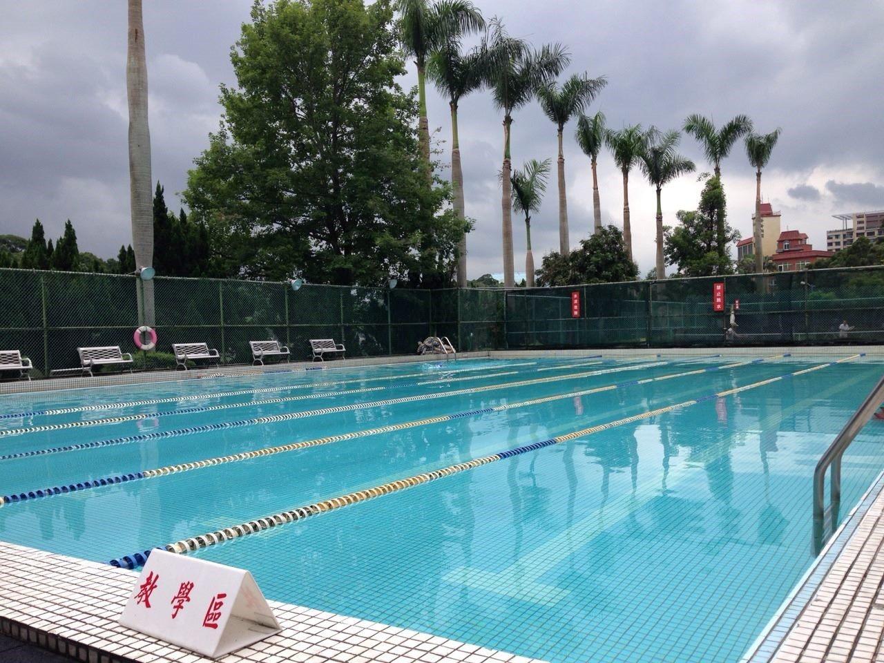 室外游泳池(25M*15M*1.2~1.5M)1座