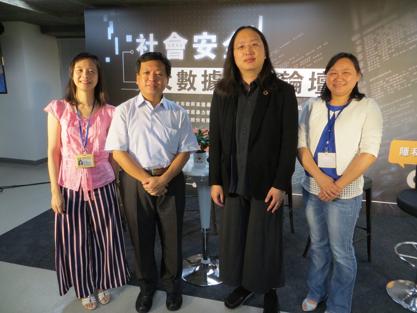 行政院政務委員唐鳳以「社會創新」進行專題分享。